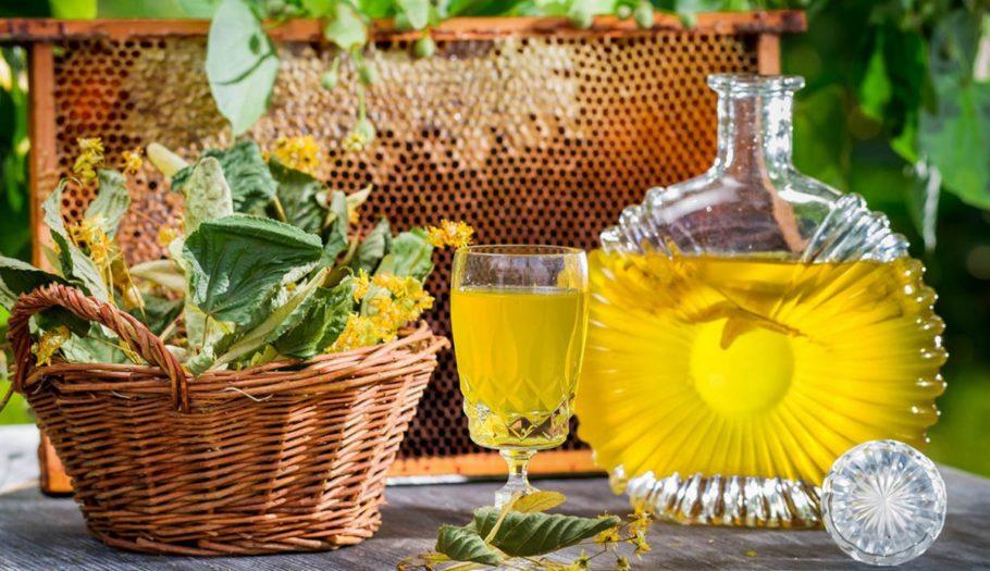 Именно мед содержит такие чрезвычайно полезные компоненты, как наиболее легко усваиваемые углеводы, редкостные белки, глюкоза и фруктоза в чистом виде