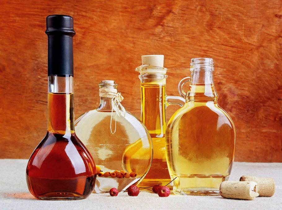 Медовухой на Руси назывался алкогольный, то есть, фактически, спиртосодержащий напиток, с мягким и необычным вкусом, а также просто непередаваемым ароматом, который готовят на основе натурального пчелиного продукта – меда