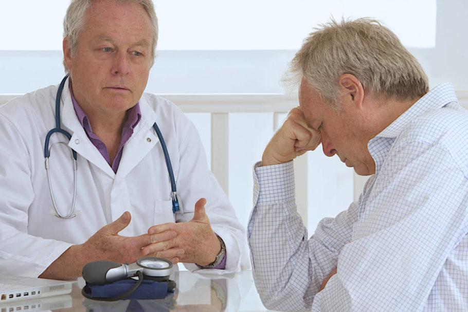 Простатит – это распространенное заболевание предстательной железы от которого страдают много мужчин по всему миру. Воспаление органа обуславливается рядом причин, что важно учитывать при определении тактики лечения каждого конкретного пациента