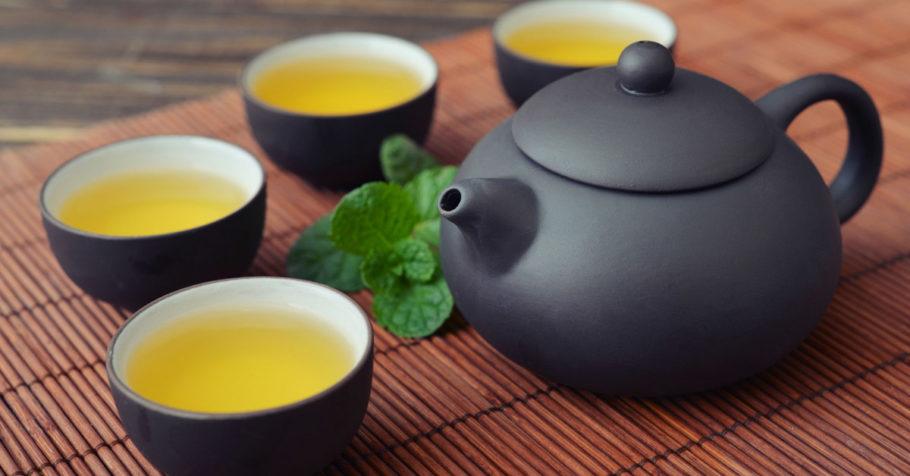 Зеленный чай в чайниках