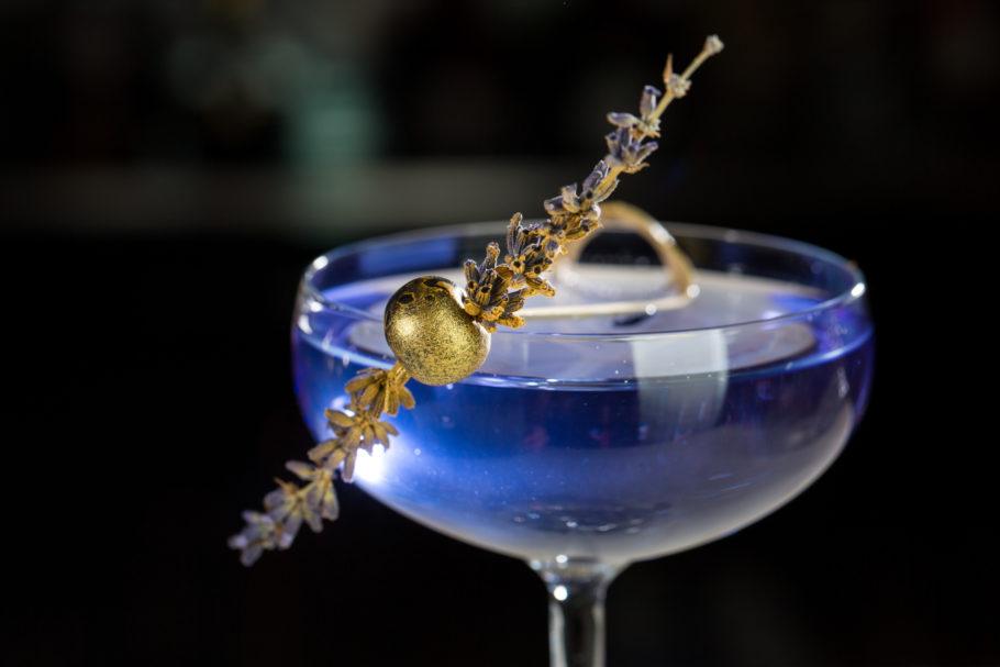 синий новогодний коктейль