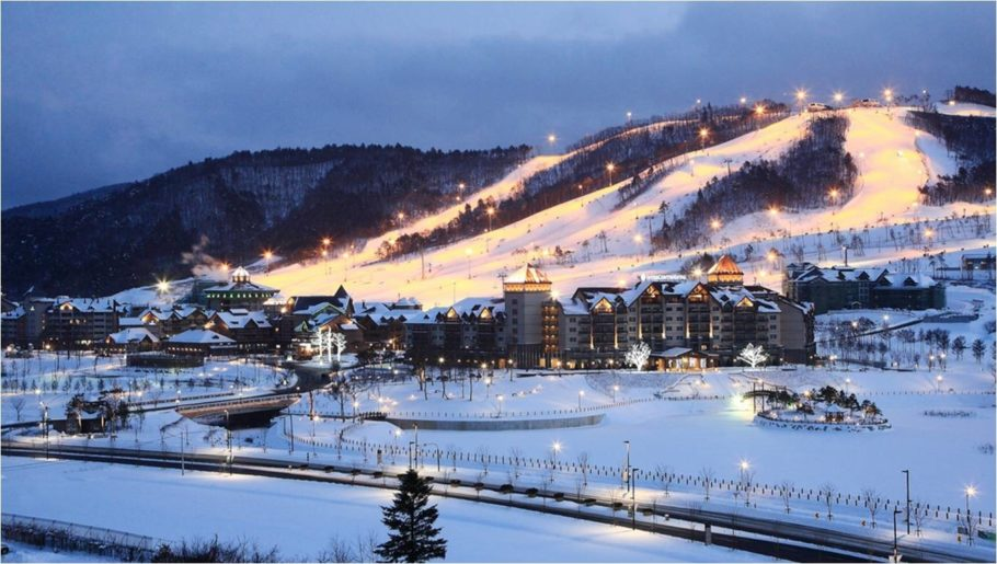 лыжная трасса вечером