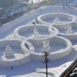 Олимпийские кольца из снега