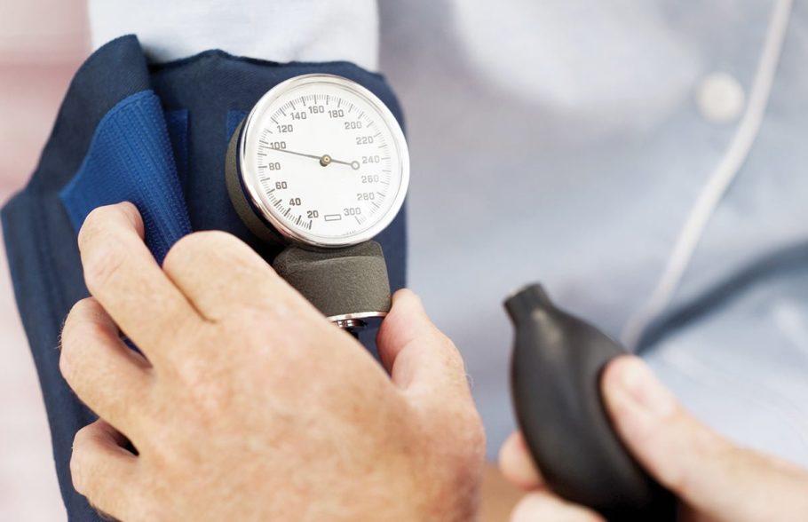 Только опытный врач сможет определить причину низких показателей артериального давления