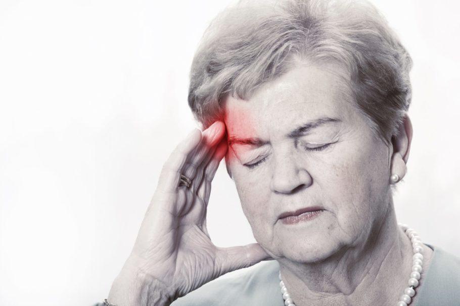 Высокое давление чаще является недугом, присущим людям старшего возраста, а низкое АД нередко диагностируется у молодых людей