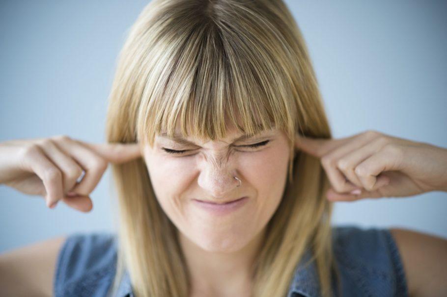 При низком давлении закладывает уши очень редко