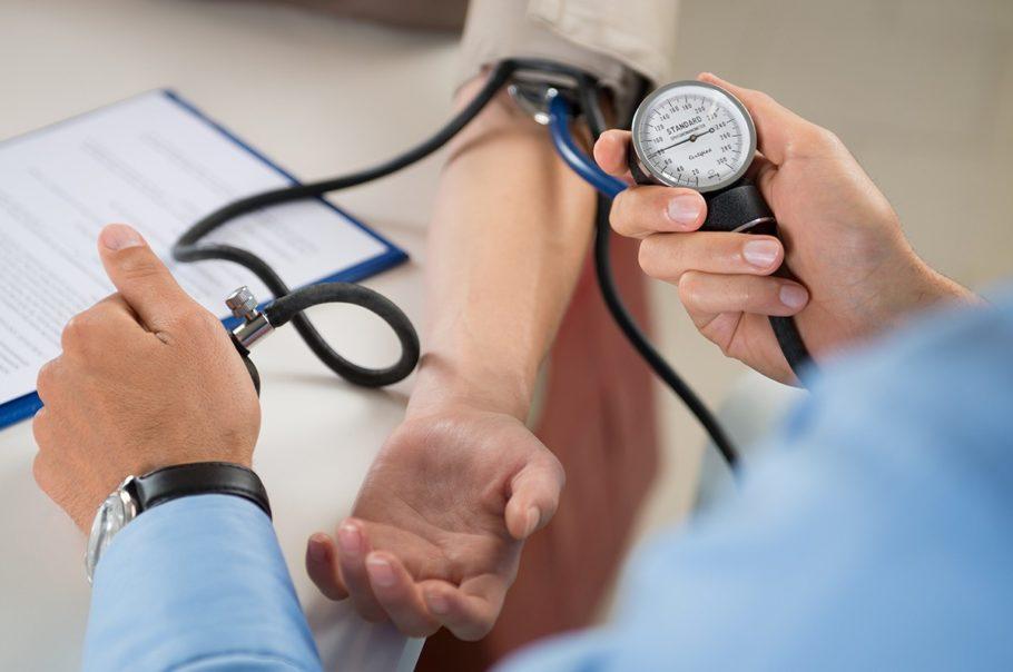 Риск манифеста инсульта, особенно геморрагического, напрямую связан с повышенным уровнем артериального давления