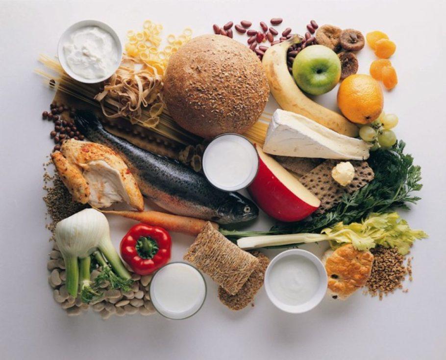 Основой рациона должна стать белковая пища с добавлением овощей, фруктов, круп и растительных масел хорошего качества