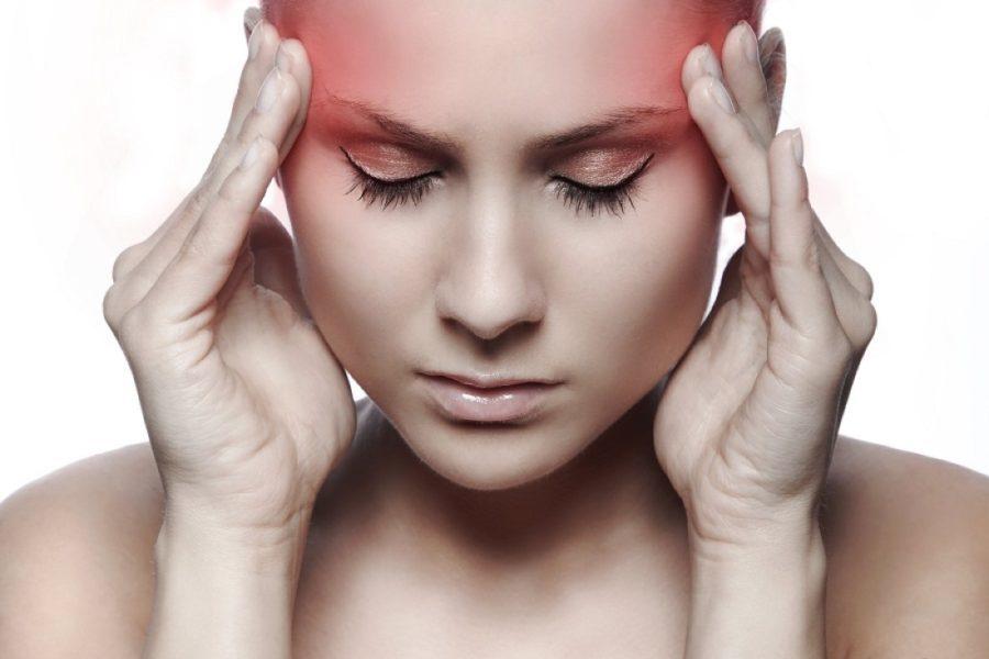 При повышенном давлении появляются сильные головные боли жгучего характера