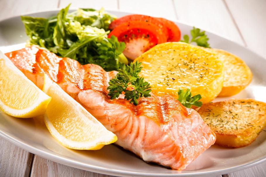 жаренная рыба с картошкой
