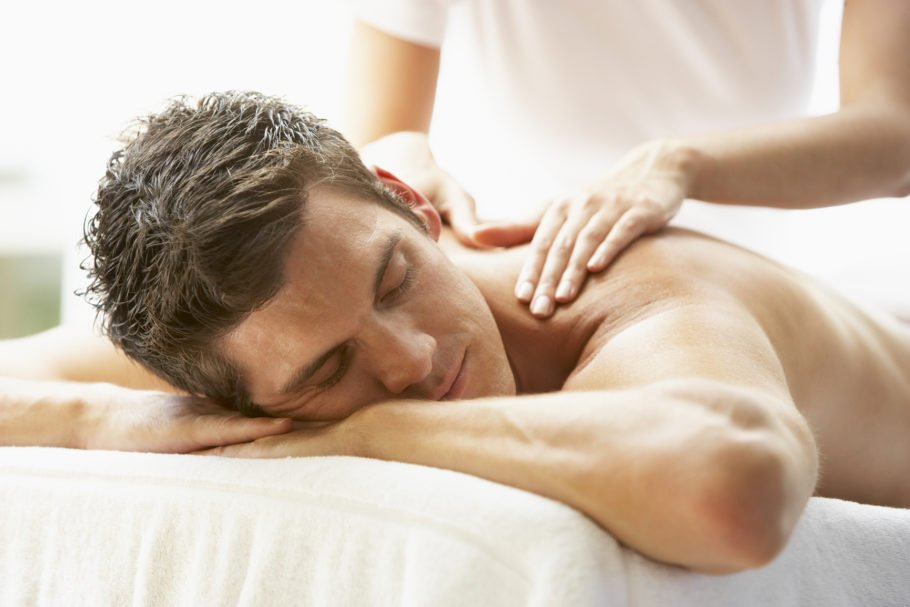 Подобным образом мягкие поглаживания тканей в области малого таза и поясницы, помогают расслабить мышцы и снять напряжение